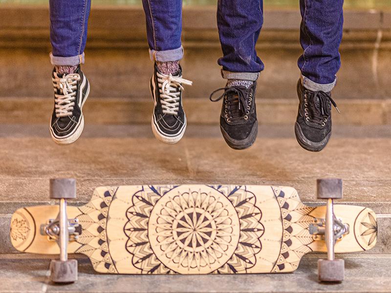 Création de mandala sur skateboard